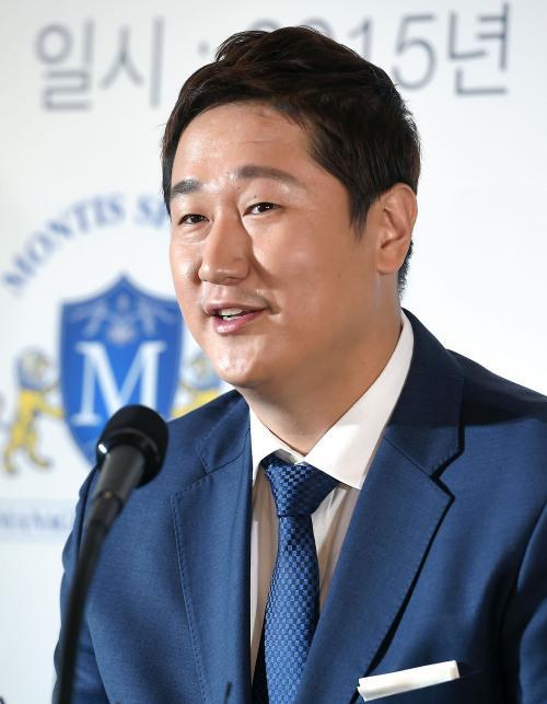 メジャー挑戦報道を否定した李大浩、帰国し記者会見 メジャー挑戦を表明