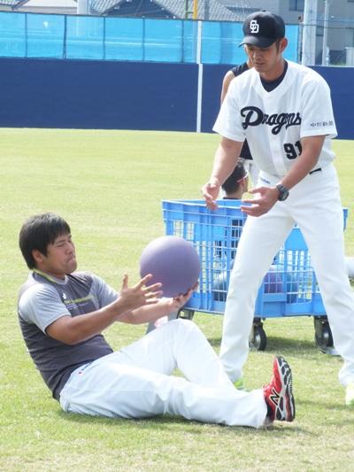 【悲報】平田良介のお腹の中には双子の赤ちゃんがいた