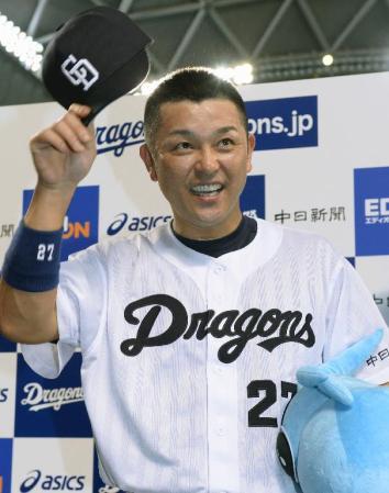 中日・谷繁が今季限り現役引退 腰痛で今季出場27試合のみ