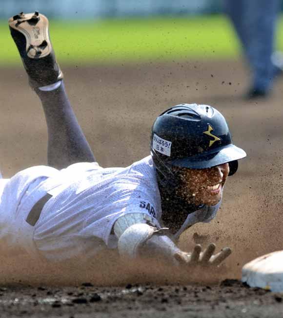 高校野球で一塁にヘッドスライディングする奴って何なの?駆け抜けた方が速いだろ