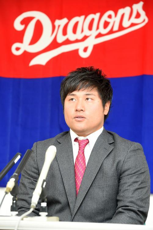 中日・平田良介2年連続で保留「年越しも構わないと思う」 藤井は4200万円でサイン「残ってくれて良かったといわれるよう頑張る」