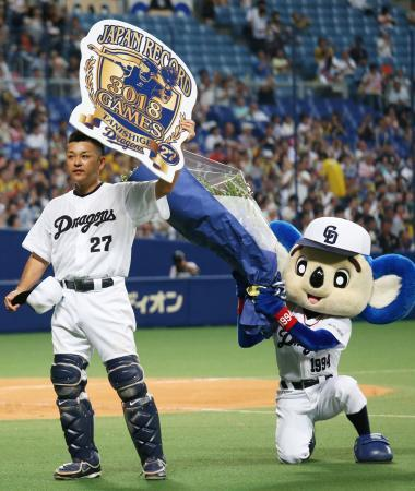 谷繁選手兼任監督、日本記録となる3018試合出場達成