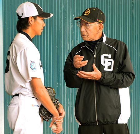元中日の杉下茂氏(90)が始球式