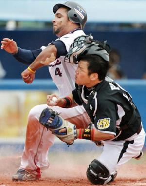 NPB、本塁の衝突禁止&ビデオ判定拡大案を検討