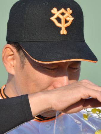 仲間に感謝の涙…巨人・井端コーチ 母校・亜大で引退試合