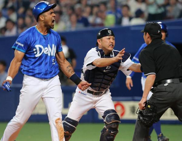 中日谷繁、3001試合目で初の退場