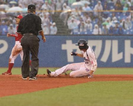 山田30盗塁トリプルスリー確実に 6回今季30個目となる盗塁を決める